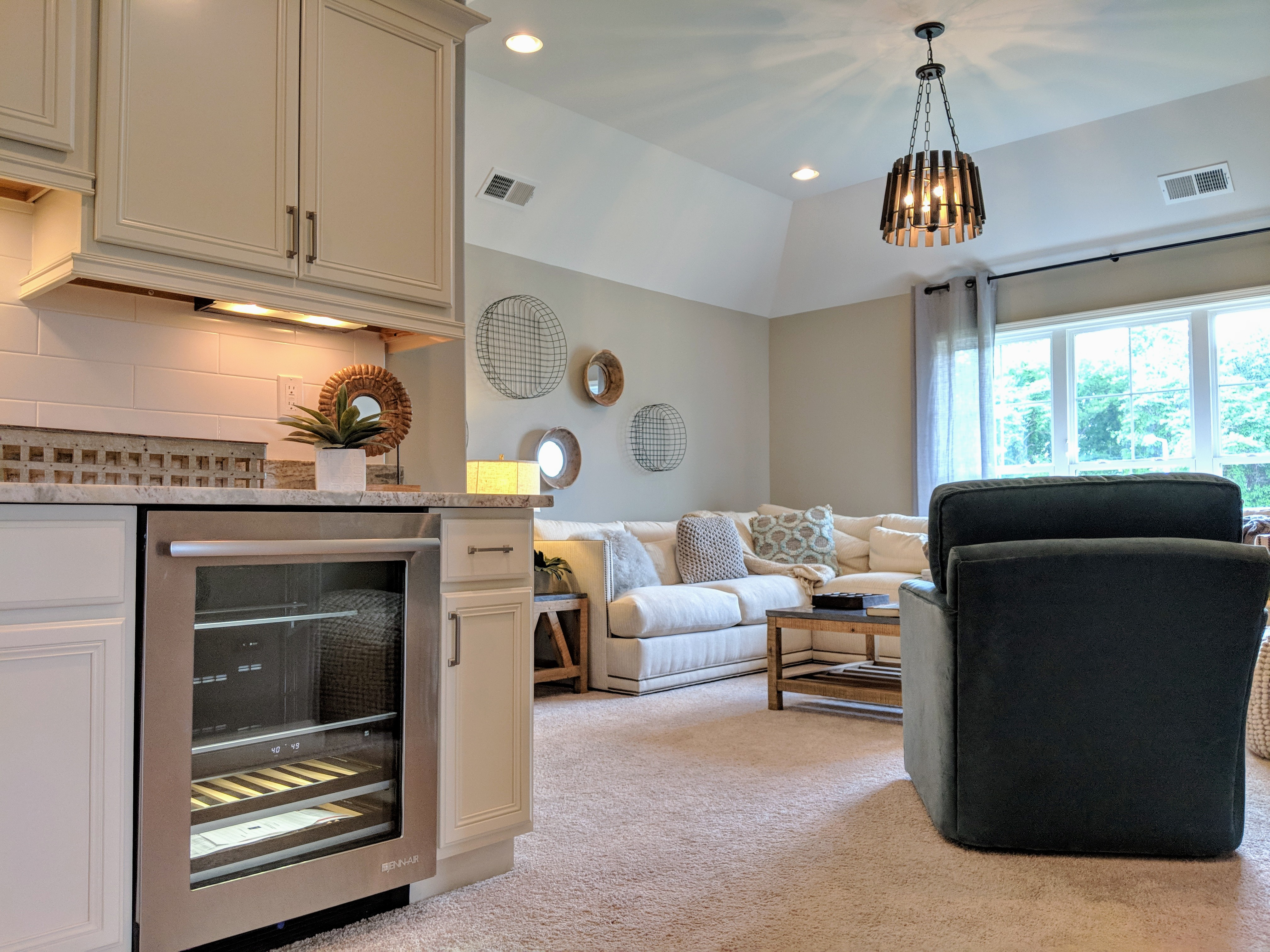 Homes for sales in Memphis area. Guest suite with kitchenette. Plenty of room behind the kitchenette (tall an open attic space) to add a private bath to this room too.