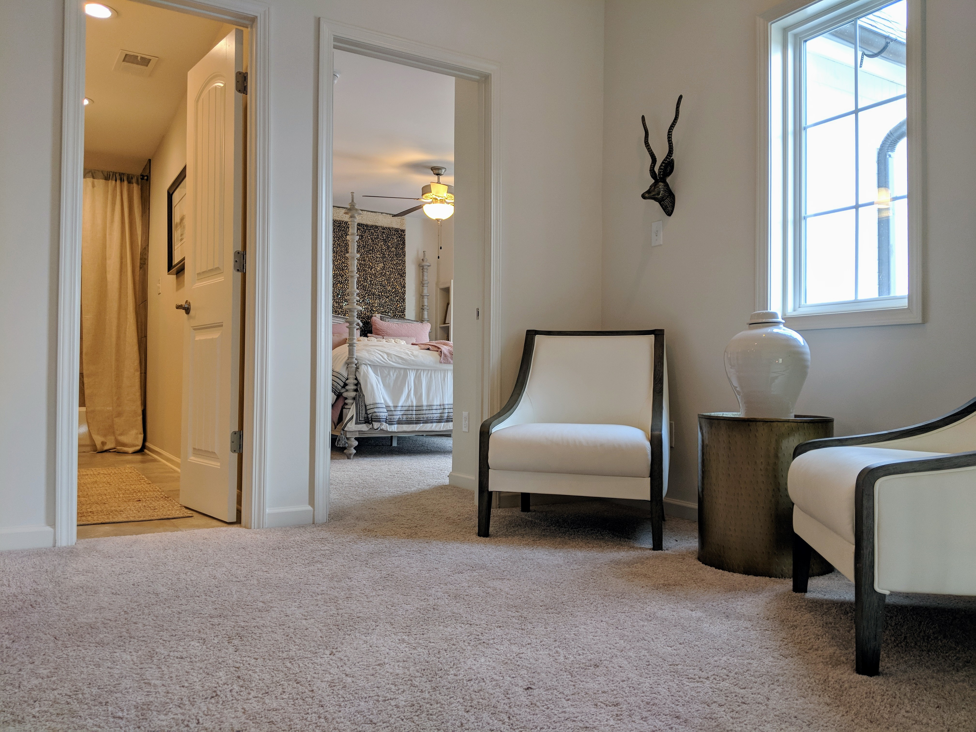 Homes for sales in Memphis area. Upstairs loft joining bedroom and guest suite. Unfortunately the bathroom is shared with the guest suite.