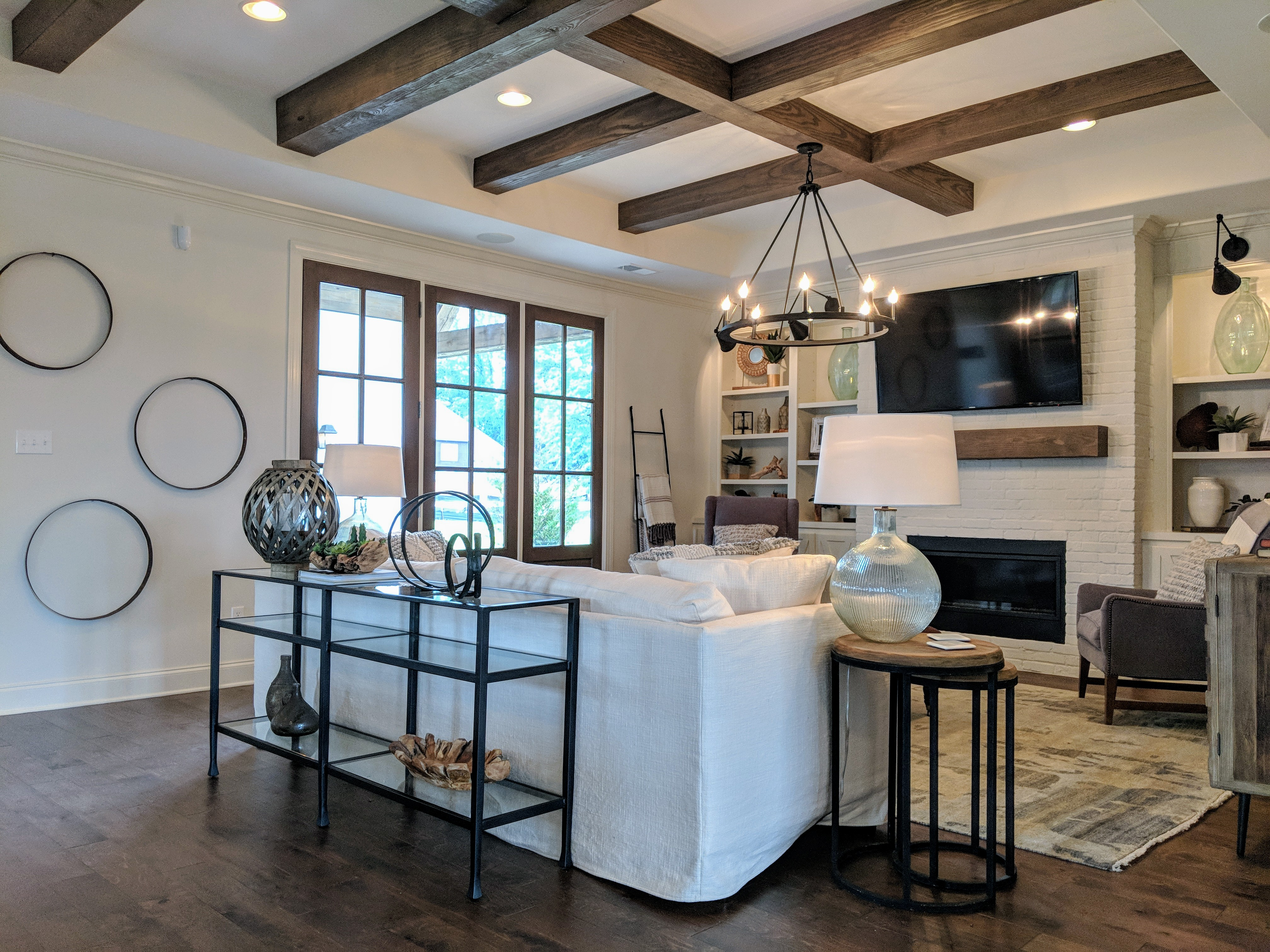 Homes for sales in Memphis area. Kitchen with breakfast bar has a pass through serving station to dining room. A feature I rather like.