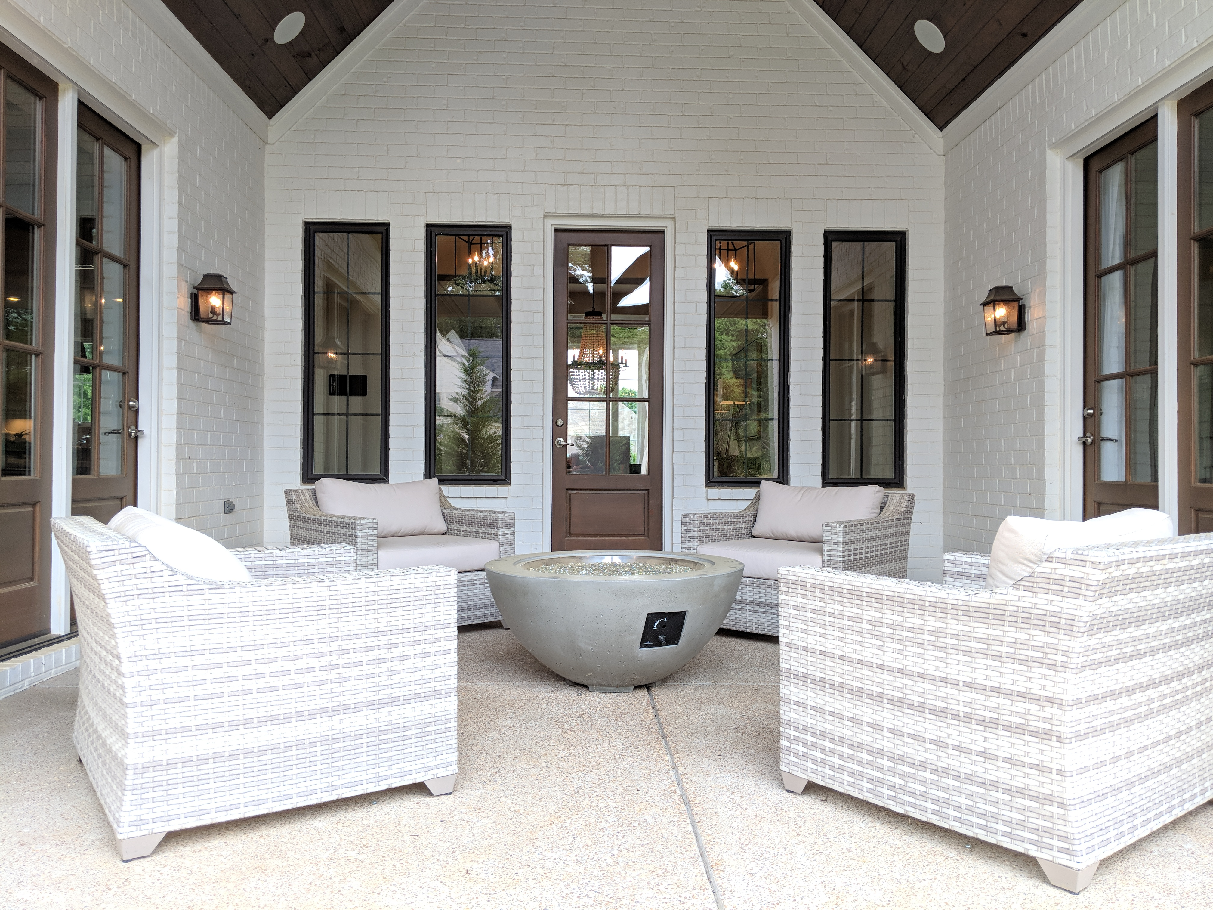 Homes for sales in Memphis area. Covered porch joining living room, kitchen and master bedroom.