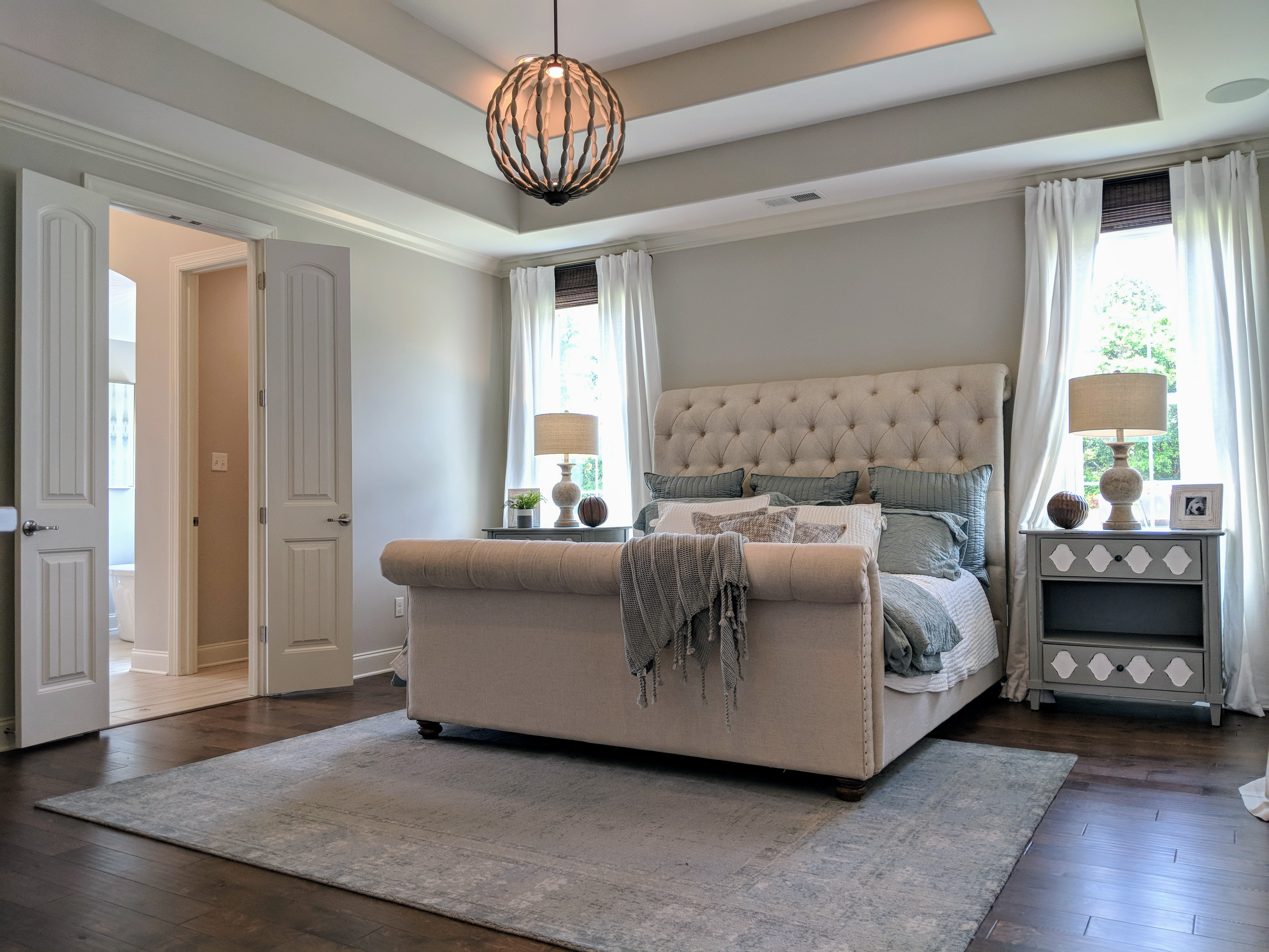 Homes for sales in Memphis area. Master bedroom with tall ceilings and tray ceilings.
