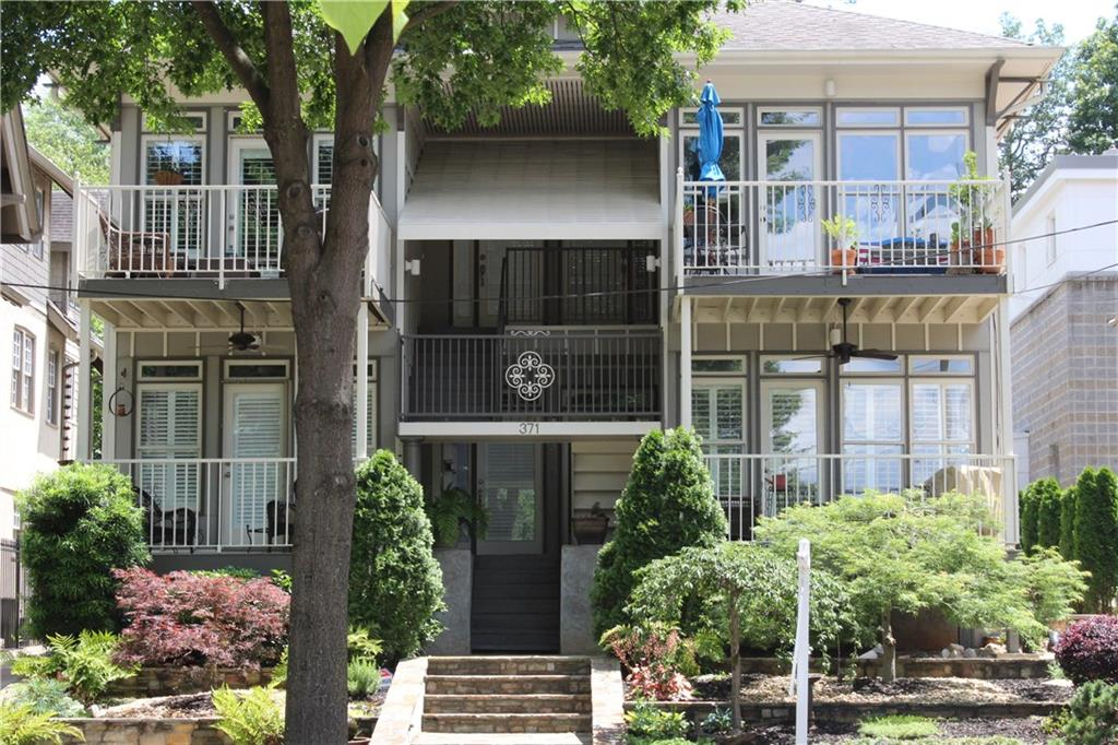 371 10th Street Sold by Lee Thornton.